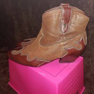 New ISOLA Brown Leather Booties